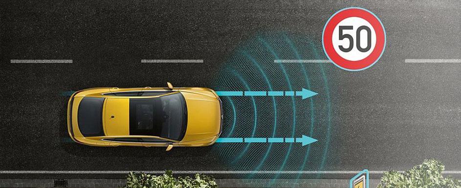 Vzdržuje razdaljo do spredaj vozečih vozil.