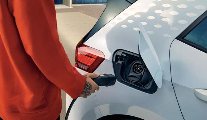 Kako napolnimo električni avtomobil?